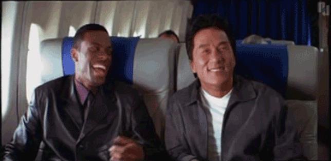 I due protagonisti di Rush Hour ballano su un aereo