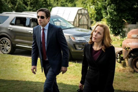 David Duchovny e Gilian Anderson sul set della nuova mini-serie evento di X-Files