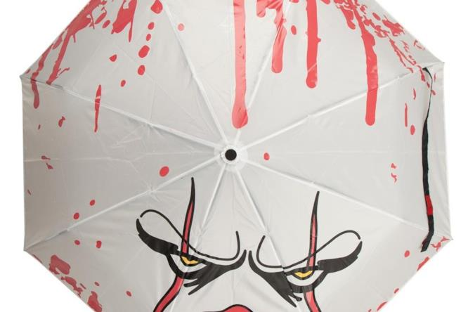 Una volta bagnato, l'ombrello di IT diventa rosso
