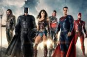 Gli interpreti della Justice League a figura intera, nel costume del corrispondente supereroe