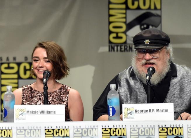 George R.R. Martin al panel dedicato a Game of Thrones con Maisie Williams