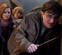 Harry, Hermione e Ron durante la battaglia de I Doni della Morte