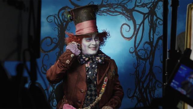 Johnny Depp è il Cappellaio Matto a Disneyland