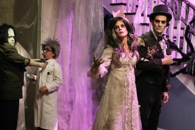 Claire e Phil di Modern Family con indosso i loro vestiti di Halloween