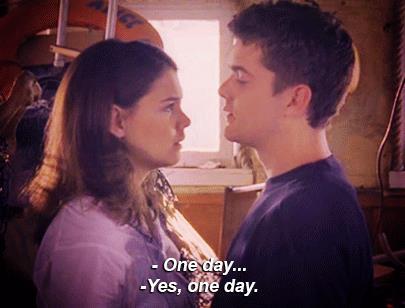 Joey e Pacey si danno un bacio