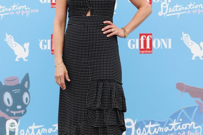 Jennifer Aniston in un morbido vestito a pois al Giffoni Film Fest