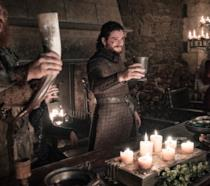 Jon, Dany e Tormund brindano