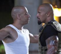 Vin Diesel e Dwayne Johnson in una scena di Fast & Furious 5