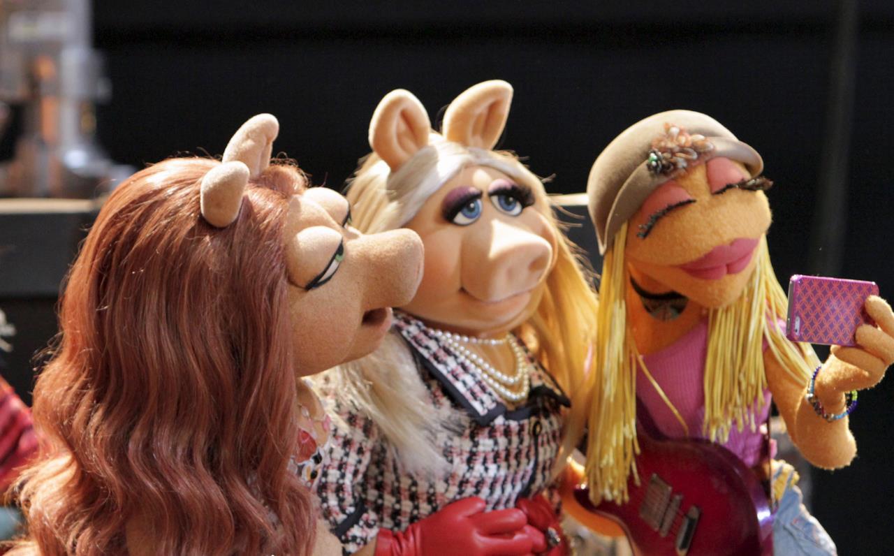 Miss Piggy de I Muppet in compagnia delle amiche