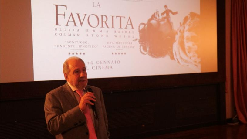 Antonio Caprarica parla alla prima milanese de La Favorita