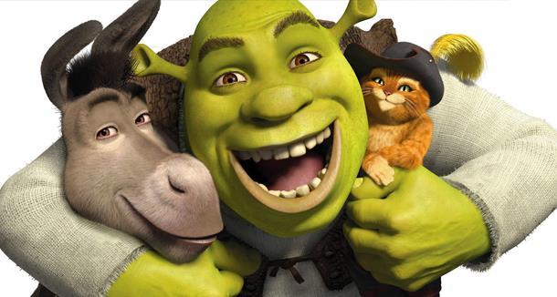 Shrek abbraccia Ciucino e il Gatto con gli Stivali