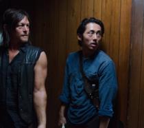 The Walking Dead: Daryl e Glenn in uno scatto dal set di TWD