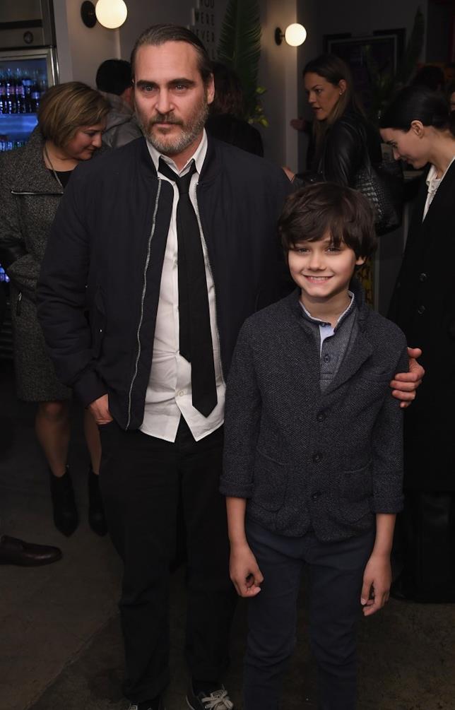 Dante Pereira-Olson e Joaquin Phoenix a un evento