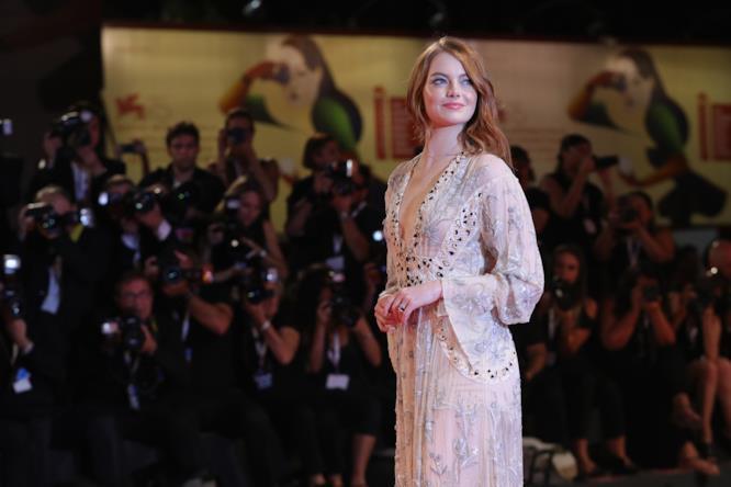 Emma Stone sfila a Venezia 75