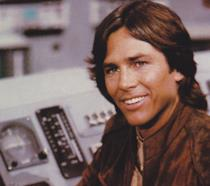 Richard Hatch nei panni del Capitano Apollo in un'immagine di scena