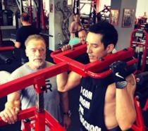 Gabriel Luna e Schwarzenegger al lavoro in palestra