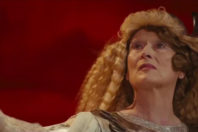 L'attrice nei panni del soprano stonato