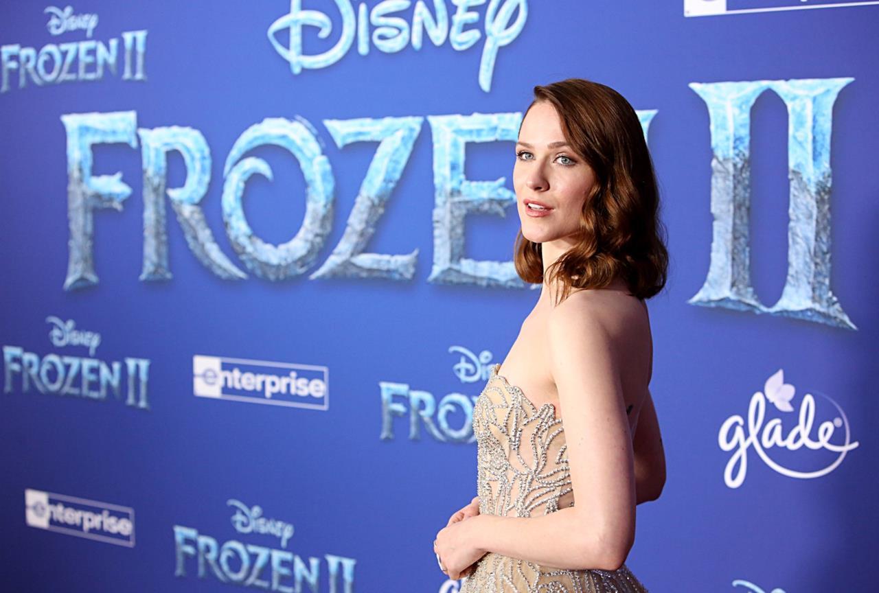 Evan Rachel Wood sorride alla prima mondiale di Frozen 2