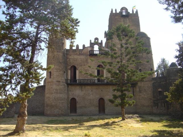 La facciata frontale del castello