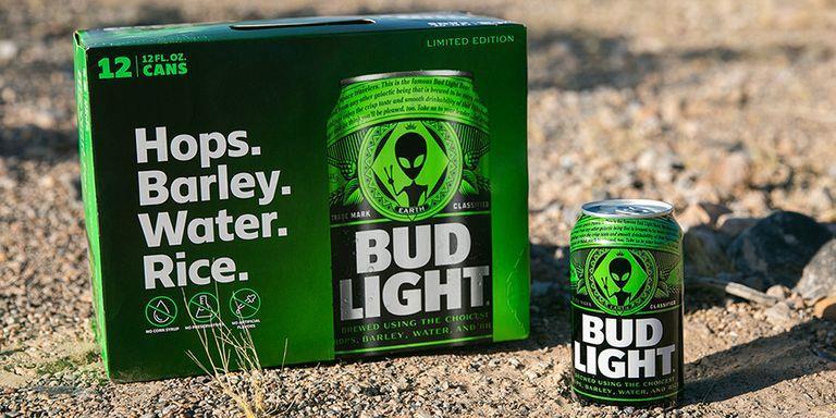 Le lattine a tema Area 51 di Bud Light