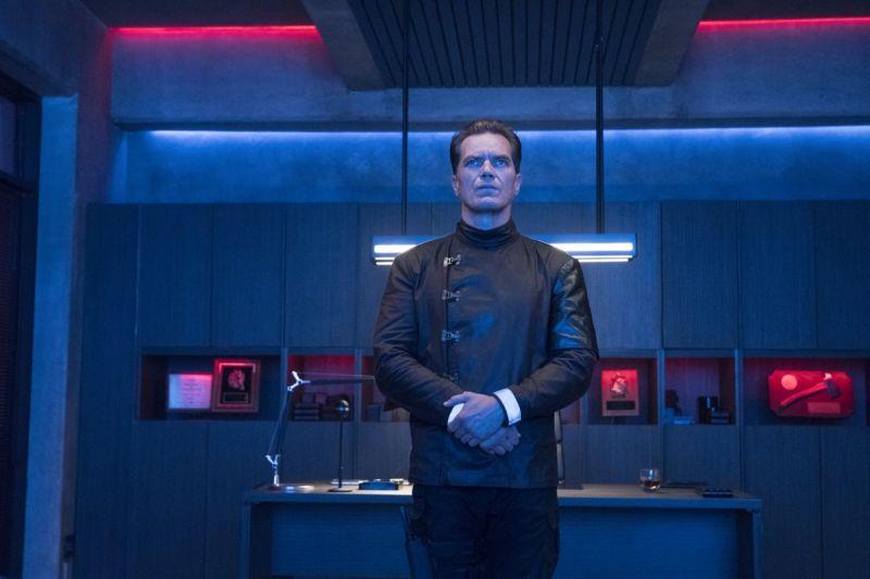 Michael Shannon in una scena di Fahrenheit 451