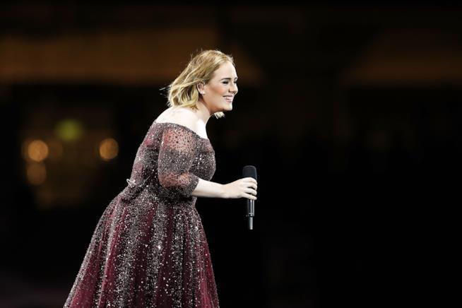 Adele in uno dei suoi ultimi concerti