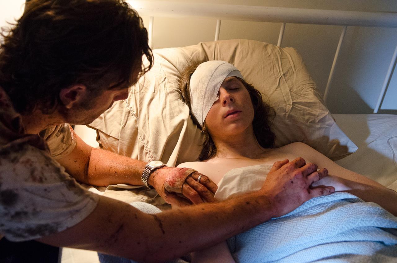 Carl ferito all'occhio insieme a Rick