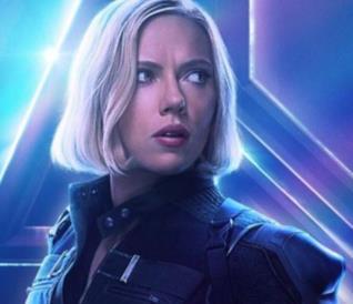Un primo piano di Black Widow nel poster promozionale di Avengers: Infinity War