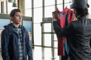 A sinistra Miles Morales nel film animato Un nuovo universo, a destra Peter Parker in Far From Home