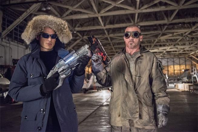 Snart e Mick ognuno con la propria arma