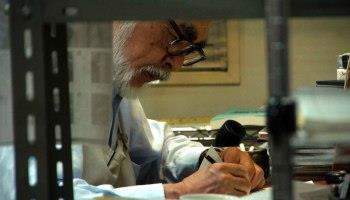 Miyazaki al lavoro ritratto da Kaku Arakawa nel documentario Never-Ending Man: Hayao Miyazaki