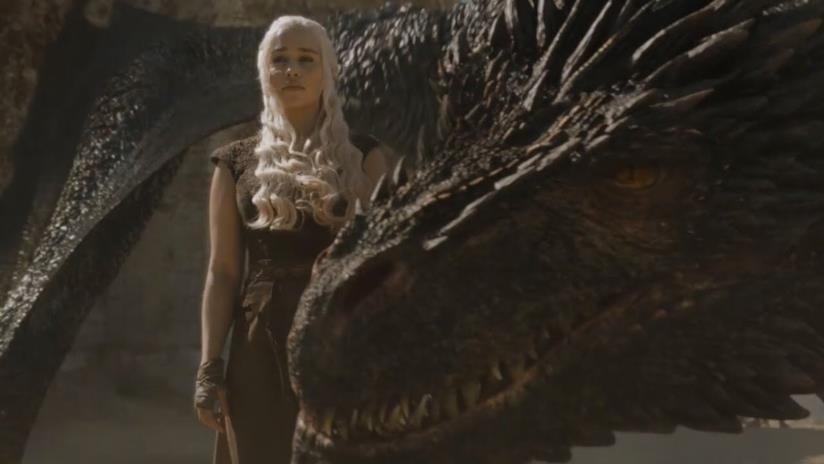 Daenerys e Drogon in una scena di Game of Thrones