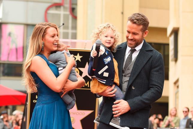 Ryan Reynolds con Blake Lively e le loro due figlie