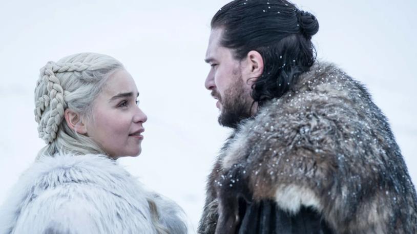 Emilia Clarke e Kit Harington in Game of Thrones