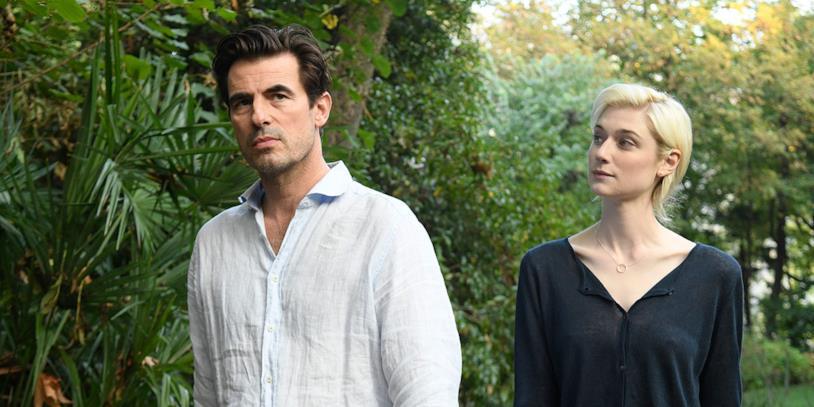Claes Bang e Elizabeth Debicki in una scena del film