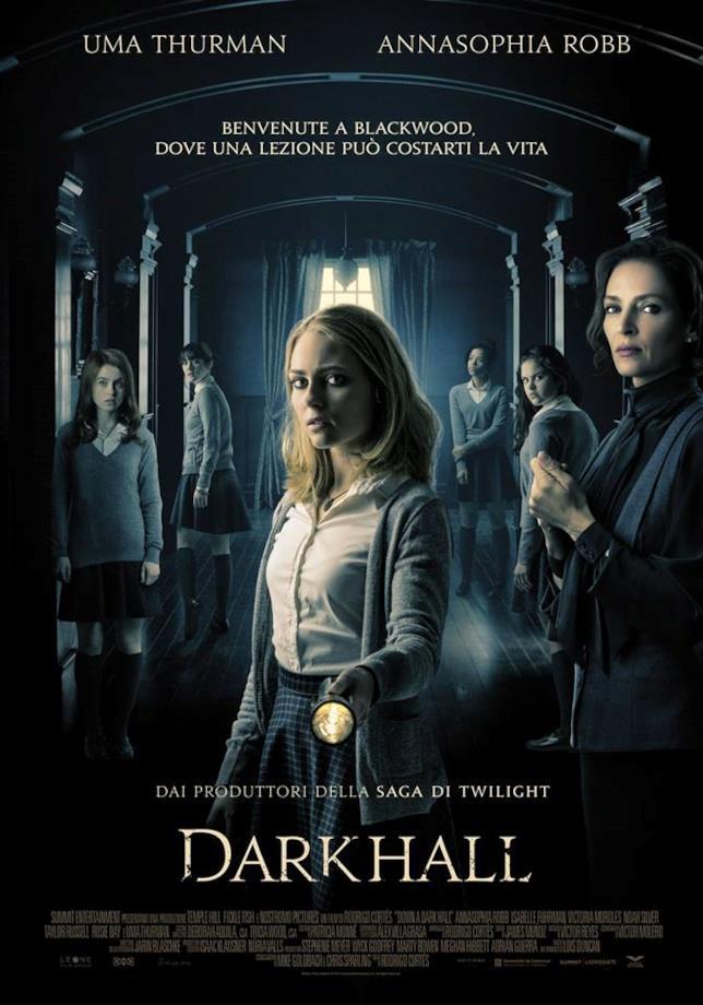 L'inquietante immagine delle protagoniste di Dark Hall
