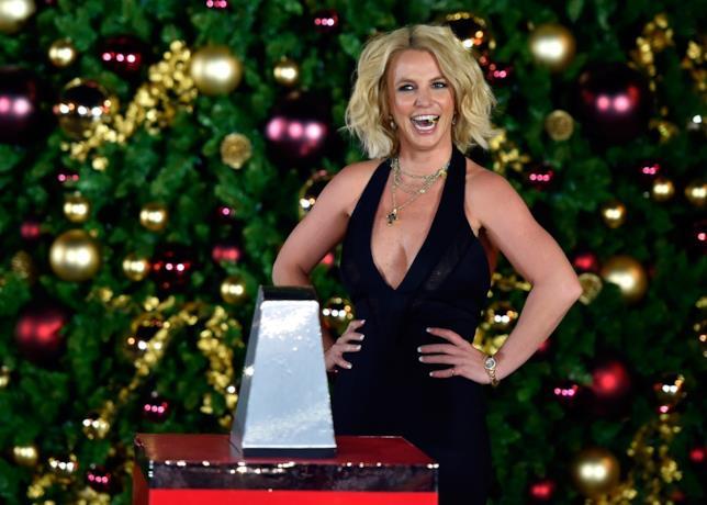 Britney Spears allo spettacolo di beneficenza di Natale 2015 presso The LINQ Promenade, a Las Vegas