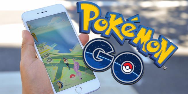 Uno smartphone fa girare l'app Pokémon GO