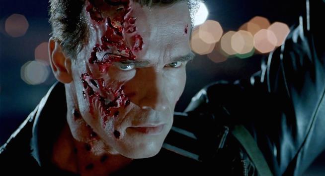 Schwarzenegger  in una scena di Terminator 2