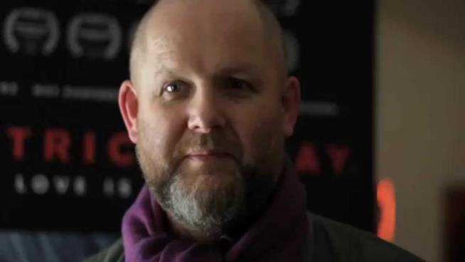 Il regista di The Lodgers è l'irlandese Brian O'Malley
