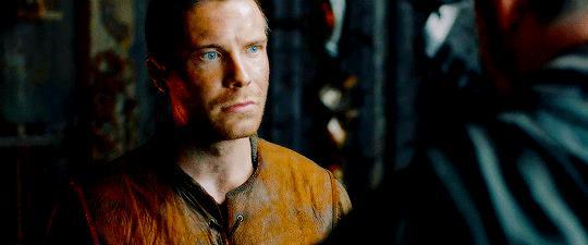 Lo sguardo intenso di Gendry Baratheon