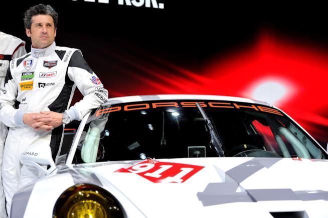 Patrick Dempsey con la sua auto di gara