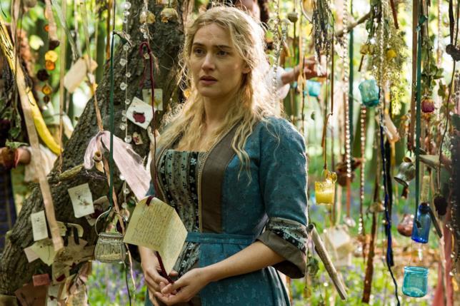 Kate Winslet  nei panni di Sabine Le Barre in giardino