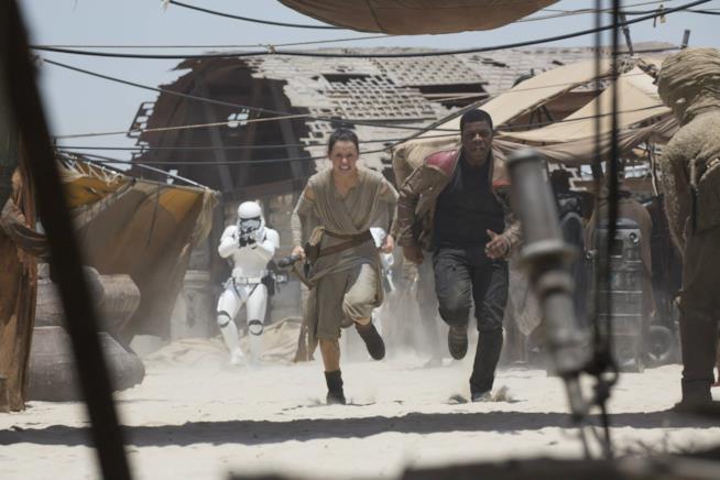 Ray e Finn in una scena di Star Wars 7