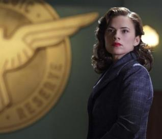 L'attrice Hayley Atwell nei panni di Peggy Carter