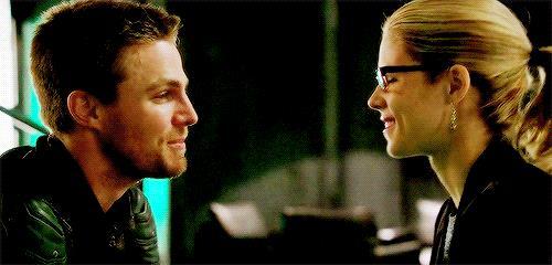 Oliver sorride a Felicity