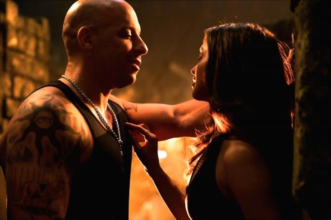 Una scena sensuale tra Vin Diesel e  Deepika Padukone in xXx - Il ritorno di Xander Cage