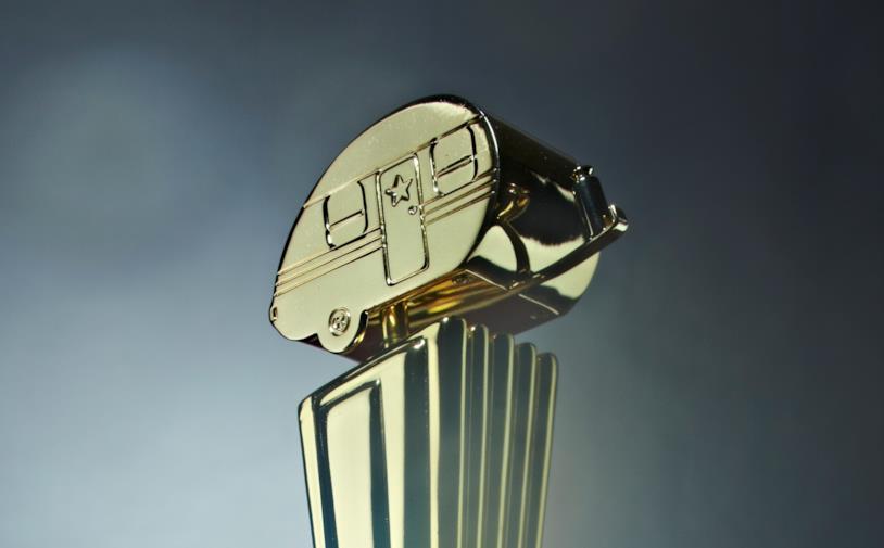 Primo piano del premio consegnato alle categorie dei Golden Trailer Awards