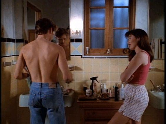 I gemelli Walsh in bagno in Beverly Hills 90210