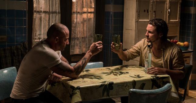 Prison Break 5, Lincoln e Whip bevono insieme dopo aver parlato